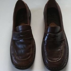 LIKE NEW..BORN PENNY LOAFERS..SIZE.. 8.5-9
